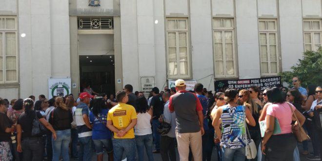 Servidores da saúde de Aracaju pressionam vereadores para que votem em caráter de urgência, o PL que contempla o reajuste salarial