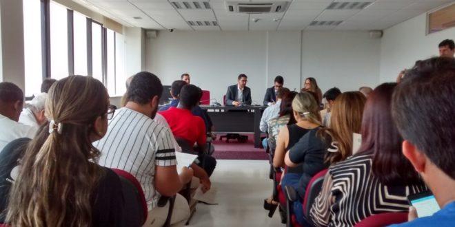 Dirigentes sindicais da área da saúde participam de audiência extrajudicial no MPE