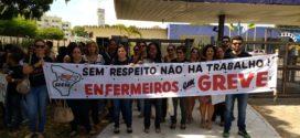 Em greve, enfermeiros realizam ato público em frente a sede da prefeitura de Aracaju