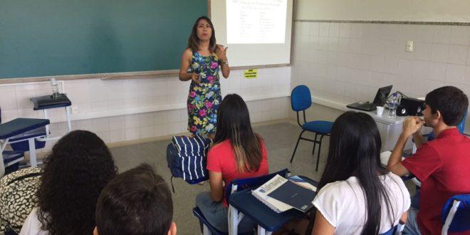 Direção do Seese dá uma aula de Entidade Sindical para estudantes de Enfermagem da UFS