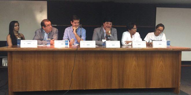 Diretoria do Seese participa de debate com comunidade acadêmica e usuários do HU sobre os problemas da gestão da Ebserh