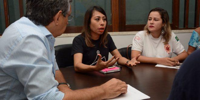 Enfermeiros participam de reunião com o senador Eduardo Amorim