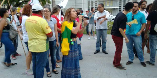 Direção do Seese participa de ato contra corrupção e reformas